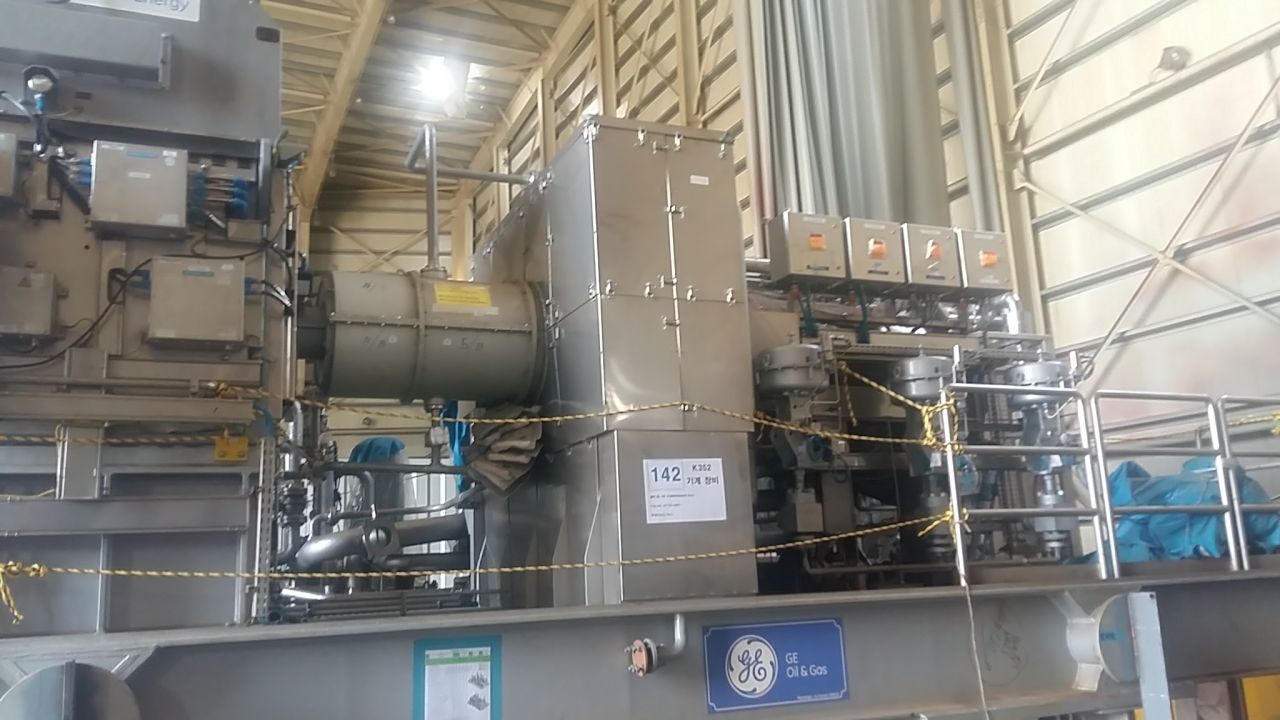High Pressure Gas Compressor newer used GE Oil & Gas 73 tn